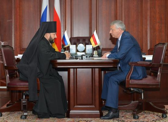 Вячеслав Битаров обсудил с епископом Леонидом подготовку республики к 1100-летию крещения Алании