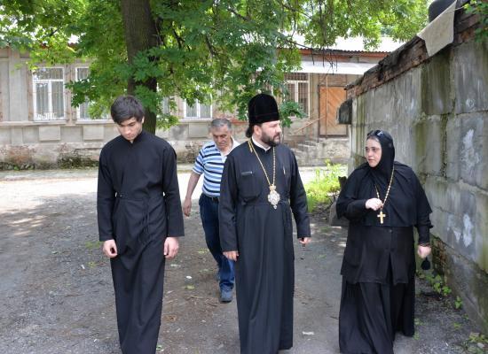 Епископ Леонид и игуменья Нонна обсудили судьбу бывшего храма Покровского монастыря г. Владикавказа