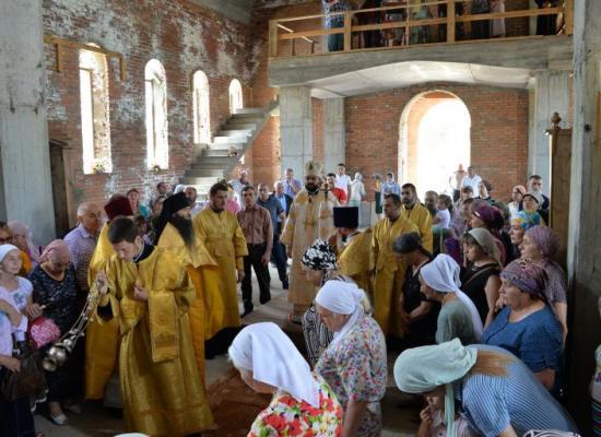 Архиепископ Леонид возглавил престольный праздник Петропавловского храма с. Эльхотово