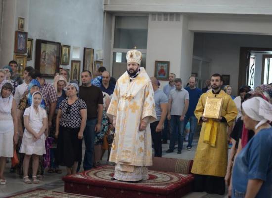 В неделю 7-ю по Пятидесятнице, архиепископ Леонид совершил Божественную литургию в Свято-Георгиевском Кафедральном соборе