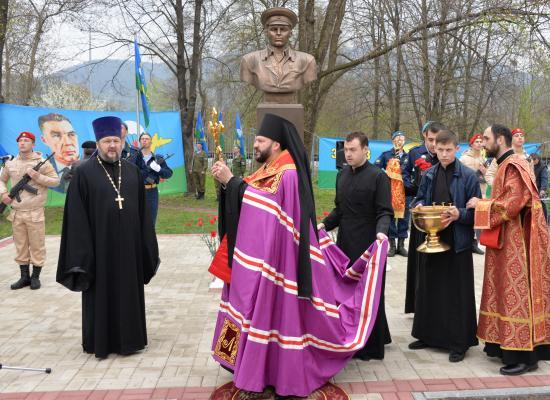 Епископ Леонид совершил чин освящения памятника Герою Советского Союза Василию Маргелову