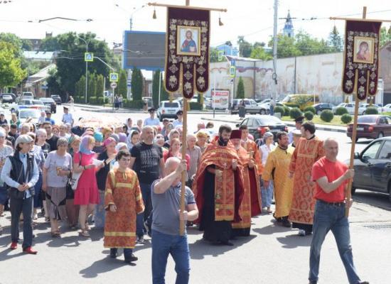 В день памяти святых Царственных страстотерпцев во Владикавказе состоялся традиционный Крестный ход