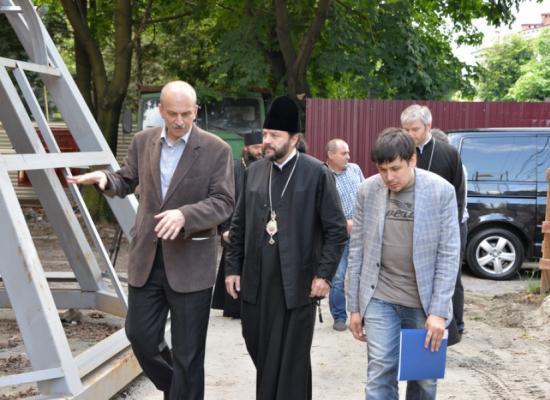 Епископ Леонид ознакомился с ходом реконструкции здания Владикавказского духовно-просветительского центра