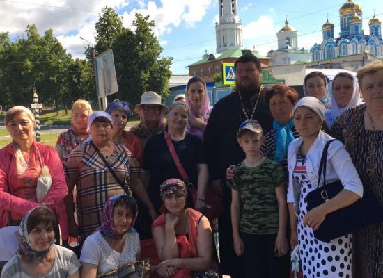 Паломники из Осетии поклонились мощам святителя и чудотворца Николая