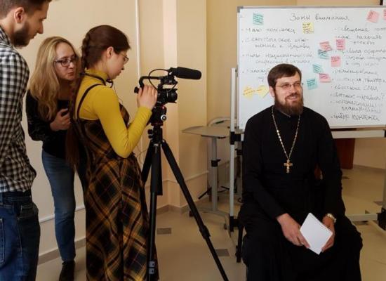 Иерей Димитрий Хестанов принял участие в Школе молодежной коммуникации