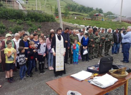 В Осетии состоялось массовое крещение и принятие присяги казаками Аланского казачьего округа