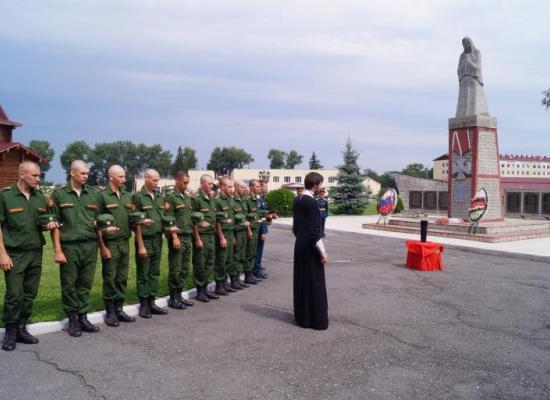 В 19-й Отдельной мотострелковой бригаде молитвенно вспоминали погибших военнослужащих