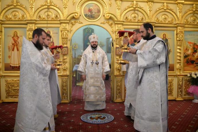 В праздник Рождества Христова архиепископ Владикавказский и Аланский Леонид совершил Литургию в Кафедральном соборе Георгия Победоносца