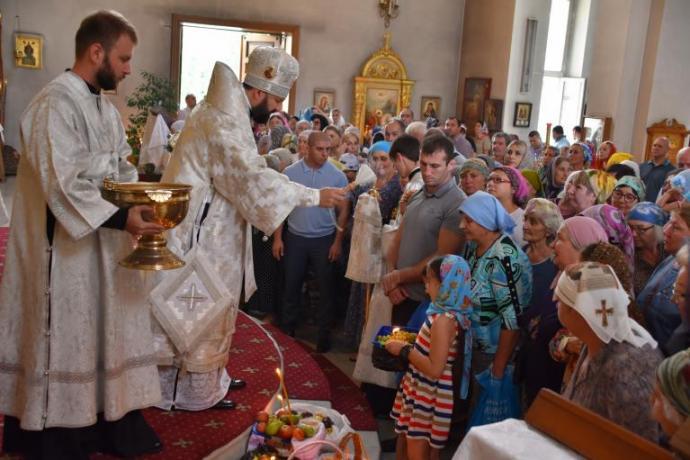 Архиепископ Леонид возглавил литургию в праздник Преображения Господня в Свято-Георгиевском соборе