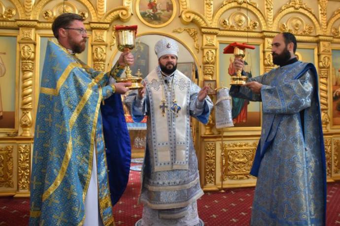 В праздник Иверской иконы Богородицы архиепископ Леонид возглавил Божественную литургию в соборе Георгия Победоносца