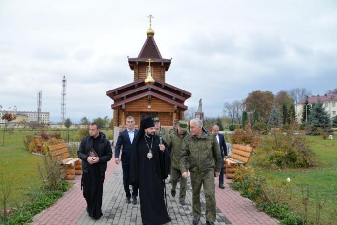 Архиепископ Леонид обсудил вопросы сотрудничества с заместителем Министра обороны России