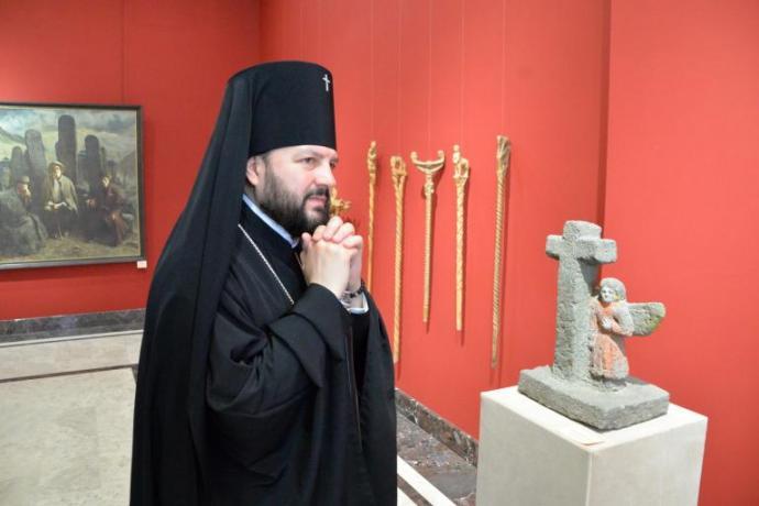Архиепископ Леонид посетил художественный музей имени Махарбека Туганова