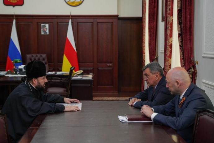 Сергей Меняйло и архиепископ Владикавказский и Аланский Леонид обсудили подготовку к 1100-летию Крещения Алании