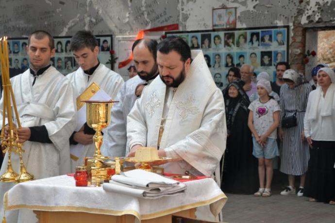 Архиепископ Леонид возглавил Божественную литургию в стенах бесланской школы № 1