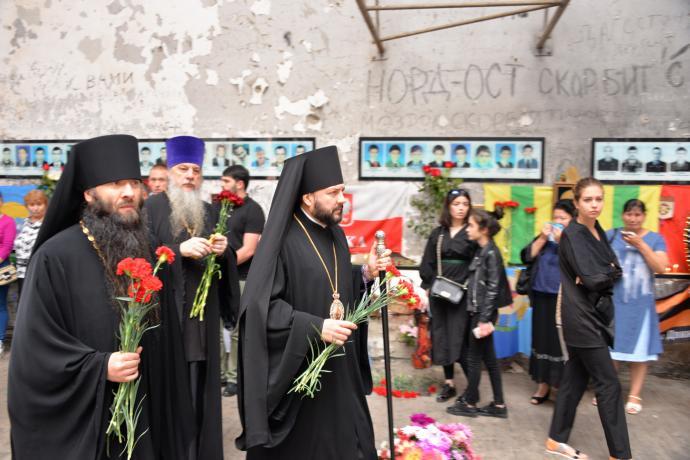 Епископ Леонид принял участие в траурных мероприятиях памяти жертв трагедии 2004 года в школе №1 г. Беслана