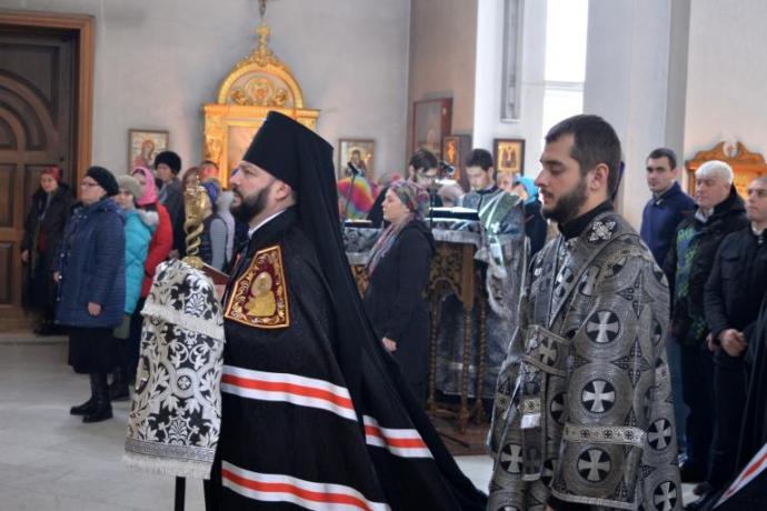 Архиепископ Леонид совершил Литургию Преждеосвященных Даров в Свято-Георгиевском Кафедральном соборе