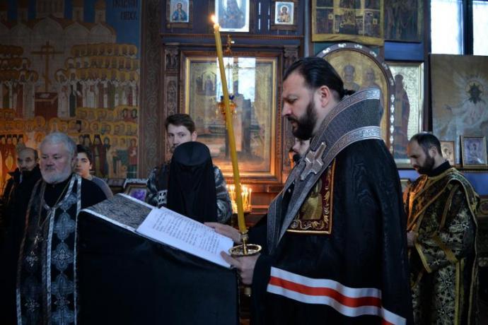 Архиепископ Леонид продолжил чтение канона Андрея Критского в храме Рождества Пресвятой Богородицы г.Владикавказа